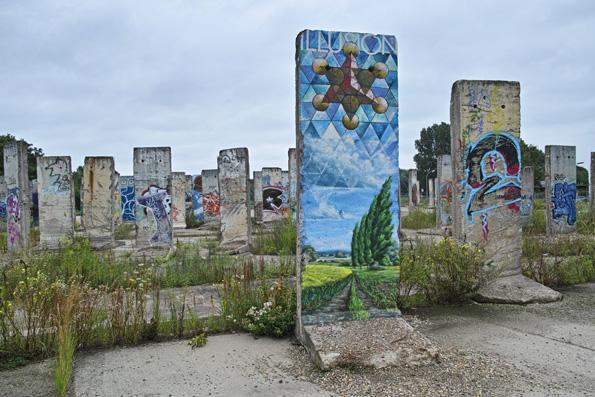 Mauerteile zum Bemalen im Süden von Berlin.  (Foto: Björn Lisker)