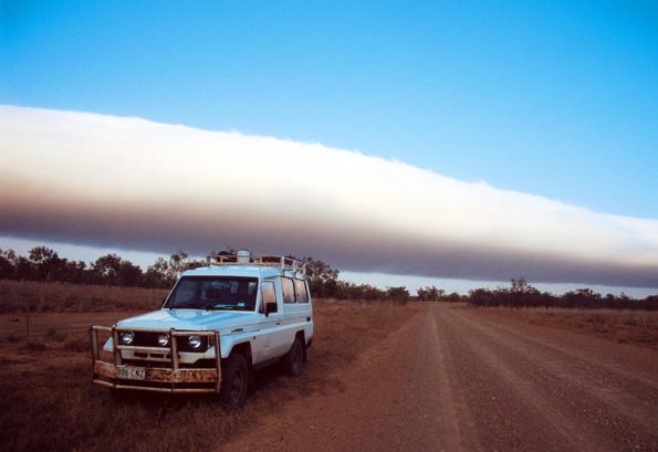 Das querliegende Wolkenband gibt Wissenschaftlern noch immer Rätsel auf.