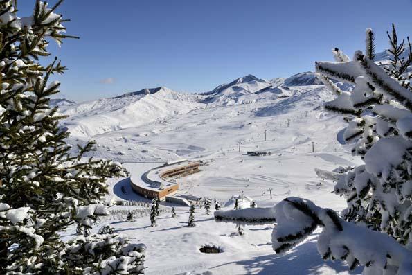 Modernes und wenig bekanntes Skiresort im schneesicheren Kaukasus: Shahdag in Aserbaidschan.