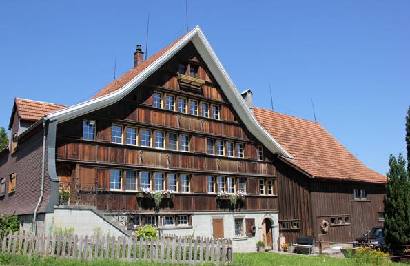 Malerische Gehöfte und Häuser im Appenzeller Stil finden sich entlang des  Witzweges. (Foto: Karsten-Thilo Raab)