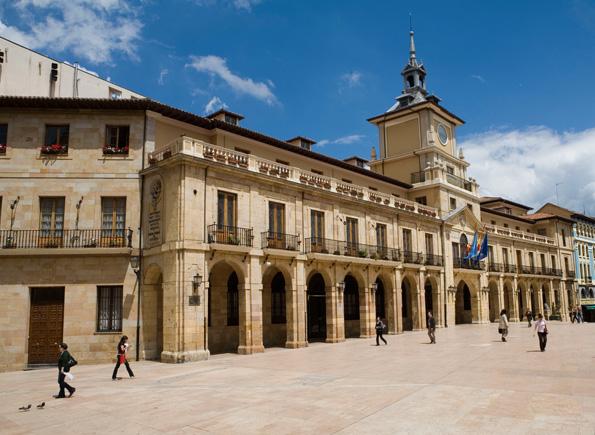 Das Rathaus an der Plaza de la Constitución in Oviedo.