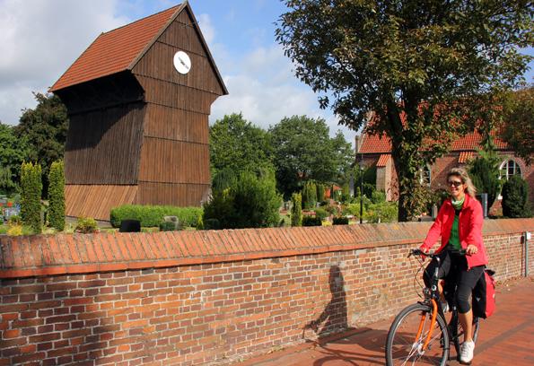 Auch Ungewöhnliches wie diesen Kirchenbau in Edewecht gibt es entlang der Ammerlandroute zu entdecken. (Foto: Ulrike Katrin Peters)