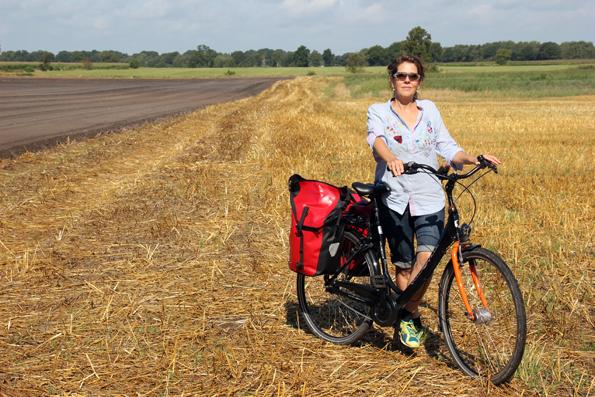 Zu einer echten Landpartie wie hier im Ammerland gehören auch ausgedehnte Felder entlang der Route. (Foto: Tedda Roosen)
