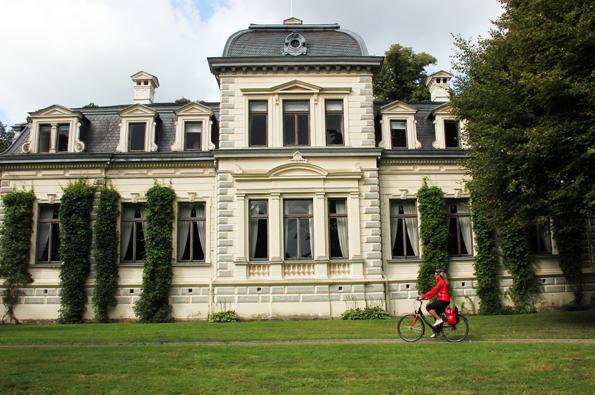 Start- und Zielpunkt für die Ammerlandroute ist Rastede mit dem pittoresken Palais. (Foto: Ulrike Katrin Peters)