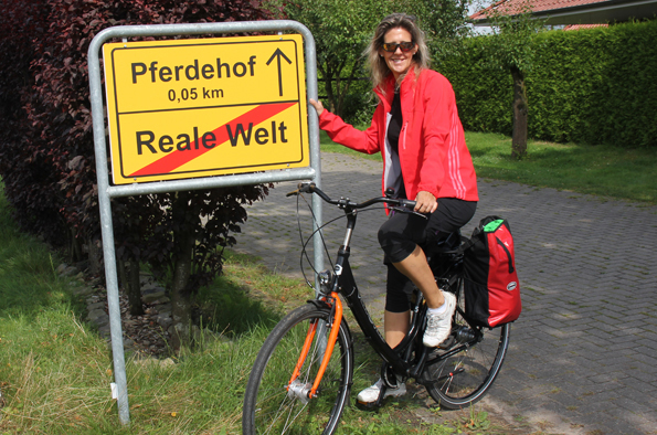 Auch wenn es anders aussieht: Die 170 Kilometer lange Radtour durch das Ammerland ist eine Tour durch die reale Welt. (Foto: Ulrike Katrin Peters)