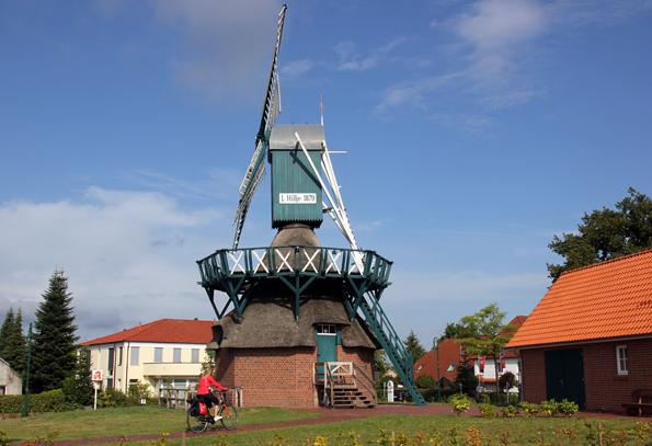 Prachtvoller Blickfang: Die Mühle in Edewecht. (Foto: Ulrike Katrin Peters)