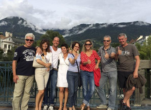 Geschafft, aber glücklich: Die Gruppe der Alpenüberquerer am Zielort Meran. (Foto: Tedda Roosen)