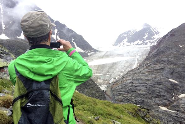 Die Faszination der Gletscher sorgt unterwegs immer wieder für kleine Fotostopps. (Foto: Tedda Roosen)