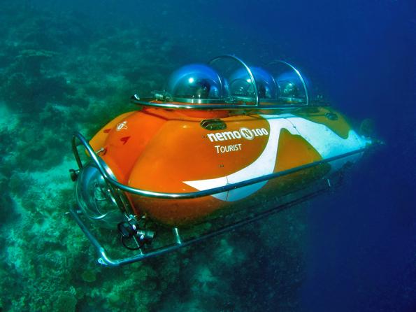 Wer nicht tauchen mag, kann die Unterwasserwelt des Ari Atolls mit einem U-Boot erkunden.