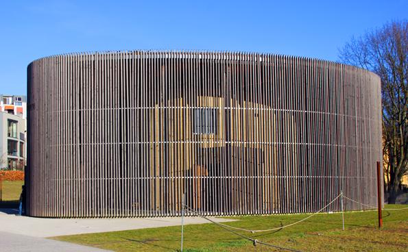 Die Kapelle der Versöhnung ist eine Kirche wurde auf dem Fundament der Versöhnungskirche in Lehmbauweise gebaut und ist Teil der Gedenkstätte Berliner Mauer. (Foto Karsten-Thilo Raab)