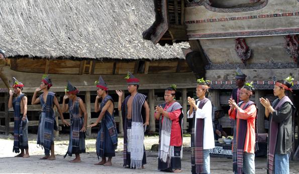 Die Batak leben im Norden Sumatras weitgehend isoliert unfd pflegen ihre alten Traditionen. (Foto Visit Indonesia Tourism)
