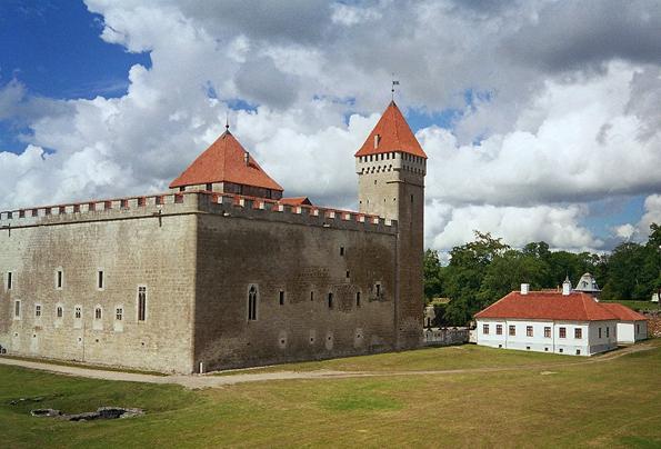 Stummer Zeuge aus längst vergangenen Tagen: Die gut erhaltenes Arensburg in Kuressaare.