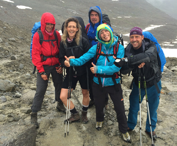Regen, Schnee, Matsche - nichts beieinflusst die gute Stimmung bei der Alpenüberquerung. (Foto: Tedda Roosen)
