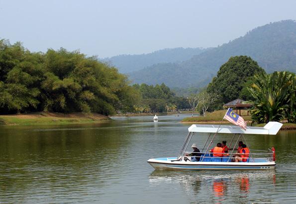 Aus den einstigen Löchern des Tagebaus sind heute die Seen der Taiping Lake Gardens geworden. (Foto: Karsten-Thilo Raab)