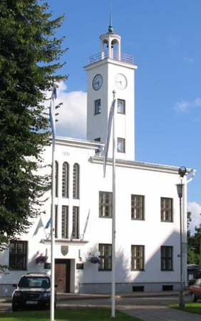 Schlicht und doch stdtbildprägend: Das Rathaus in Viljandi