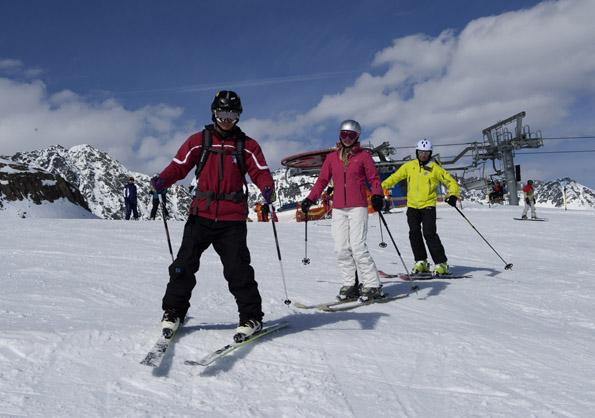 In 200 Skischulen stehen den Wintersportlehrern rund 7.000 Skilehrer zur Verfügung. (Foto Laurin Moser)
