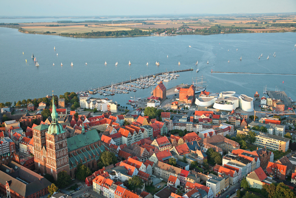 Stralsund aus der Vogelperspektive - eingefangen von Fotograf Christian Rödel.