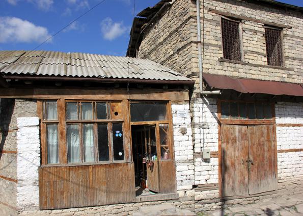 Entlegen, aber bezaubernd: das von Kupferschmieden geprägte Bergdorf Lahij im Kaukasus. (Foto: Karsten-Thilo Raab)
