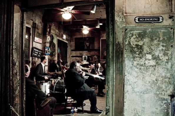 Es gibt kaum eine Bar, kaum ein Cafe im French Quarter, in dem nicht musiziert wird.