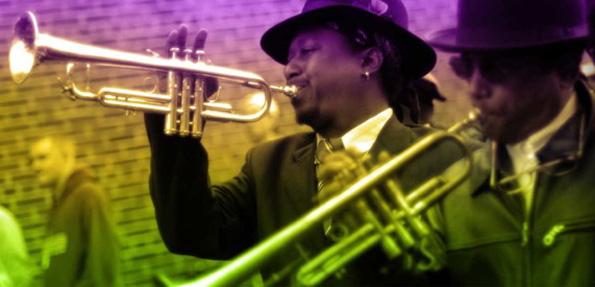 Fast an jeder Straßenecke wird in New Orleans feinster Jazz geboten.