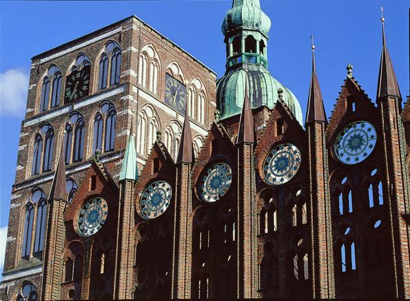 Zeugt vom hanseatischem Stolz: Das Rathaus von Stralsund. (Foto: Nikolai Hardenberg)