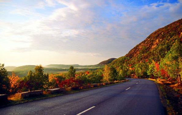 Traumhafte Aussichten auf dem Acadia National Park Scenic Loop. (Foto Maine Office of Tourism)