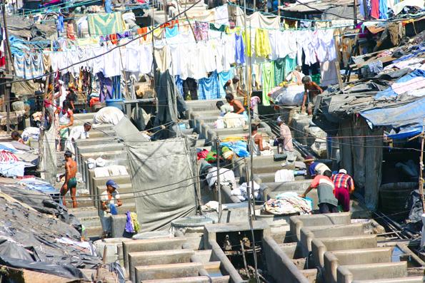 Mehr als 800 Waschplätze gibt es im vor 140 Jahren eröffneten Dhobi Ghat. (Foto: Karsten-Thilo Raab)