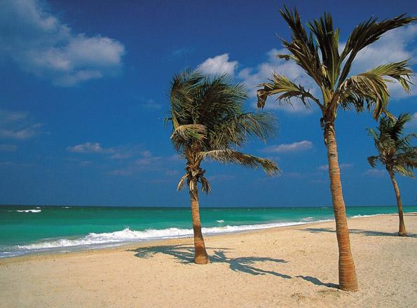 Das Emirat Sharjah verfügt über Meereszugänge am Persischen Golf und am Golf von Oman.