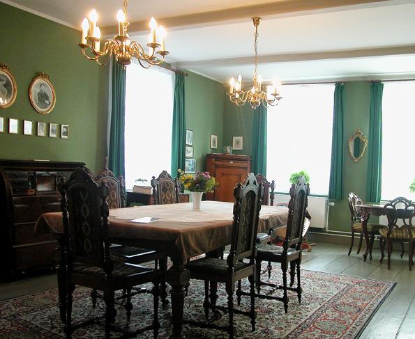 Blick ins Innere des Theodor Storm Hauses, in dem das Gedenken an den Literaten aufrecht erhalten wird.