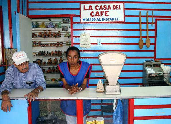 Schlicht und einladend - ein Kaffeegeschäft auf Hispaniola. (Foto: Karsten-Thilo Raab)