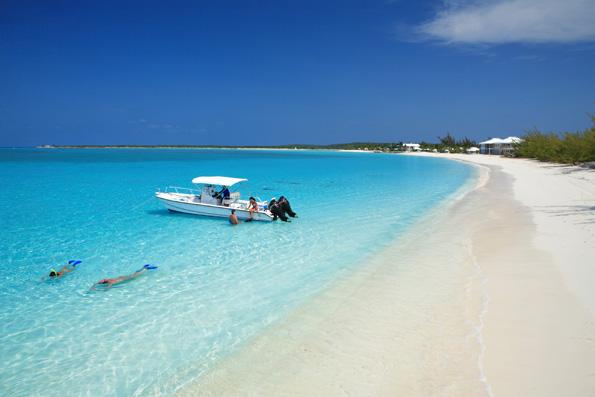 Traumstrände wie hier am Cape Santa Maria auf den Bahamas finden sich auf allen Karibikinseln.