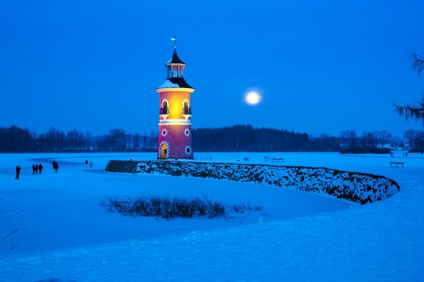 Winterlicher Leuchtturm an der Moritzburg. (Foto Sylvio Dittrich)
