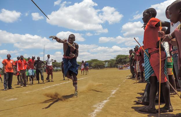 Der Spoeerwurf bei den Maasai Olympics erinnert  an die olympische Sportart. (Foto: Nikk Best)