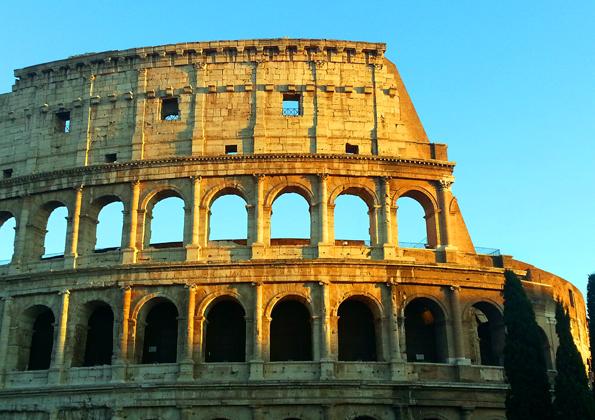 Roms berühmtes Wahrzeichen, das Kolosseum, wird derzeit aufwendig renoviert. (Foto: Karsten-Thilo Raab)