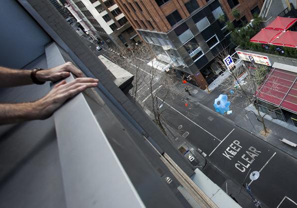 Von Hausdächern aus  gehen die Jafflechutes in Melbourne auf die Reise. (Foto: Robert Zappulla)
