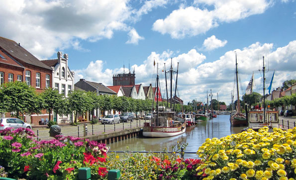 Die typisch ostfriesische Idylle vermittelt beispielsweise der malerische Hafen von Weener.