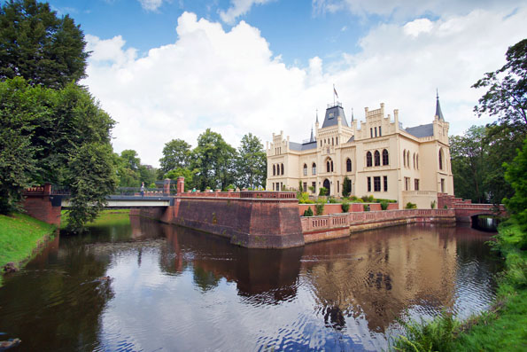 Das historische Wasserschloss Evenburg wurde gerade rundum restauriert.