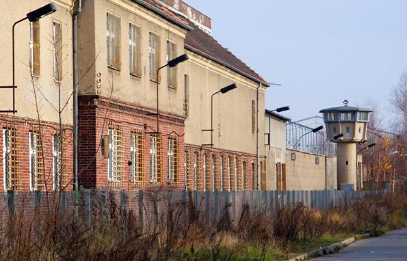 Hinter trutzigen Mauern liegt das ehemalige Stasi-Gefängnis im Nordosten von Berlin. (Foto: Karsten-Thilo Raab)