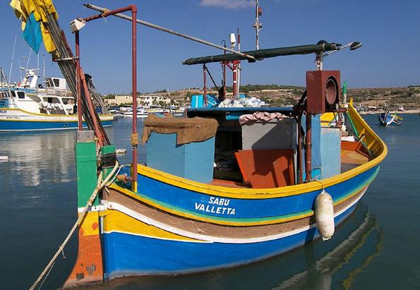 Wahrzeichen von Malta: Die knallbunten Luzzu-Boote der Fischer.