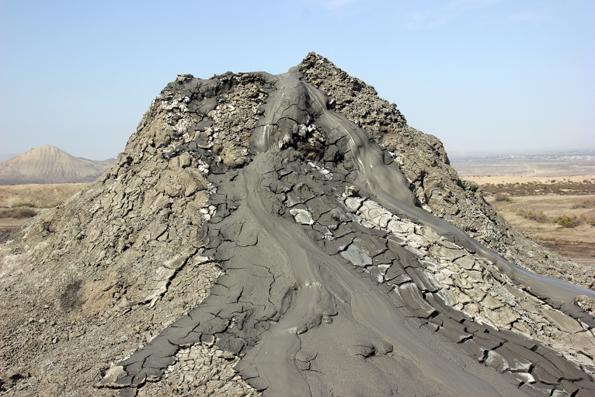 Rund 500 SChlammvulkane wie diesen hier in Daschgil soll es in Aserbaidschan geben. (Foto Karsten-Thilo Raab)