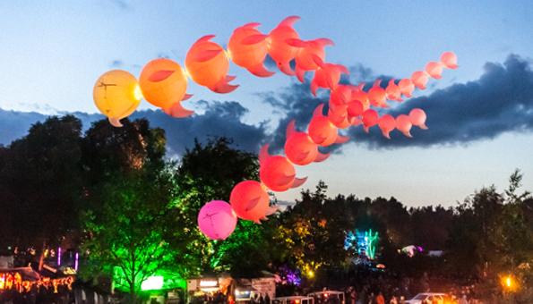 Zur Eröffnung von Mons 2015 gibt es Farbenzauber wie hier auf dem Fusion-Festival in Mecklenburg. (Foto Emmanuel Nzengu)