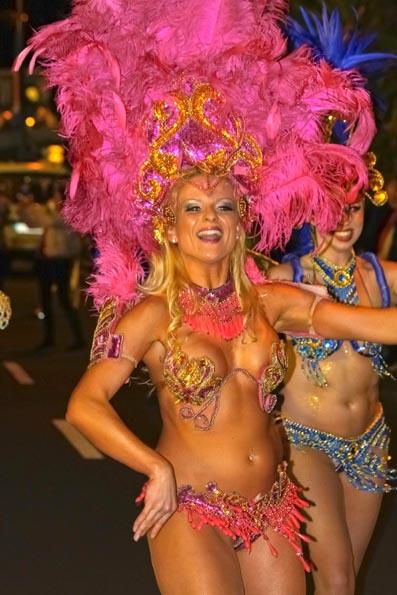 Samba-Rhythmus und schwingende Hüften sind in Funchal fester Bestandteil des Karnevals. (Foto Udo Haafke)