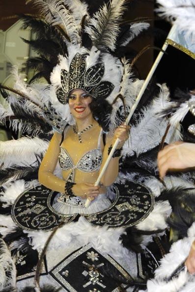Phantasievoll und farbenfroh sind die Kostüme beim Karneval auf Madeira. (Foto Udo Haafke)
