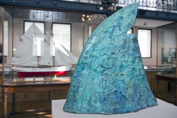 Mit zahlreichen Kunstwerken setzt sich das Ozeanographische Museum Monaco mit dem Leben der Haie auseinander.