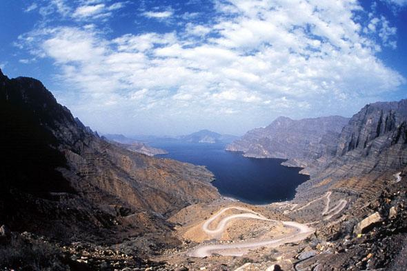 Natur pur: Berglandschaft im Sultanat Oman. (Foto: djd)