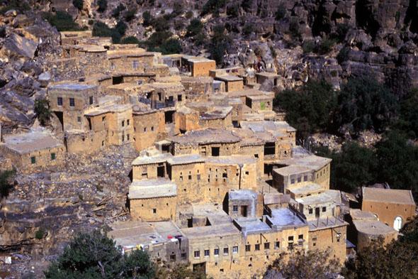 In den Bergdörfern im Sultanat Oman ergeben sich viele Möglichkeiten für Wanderpausen. (Foto: djd)