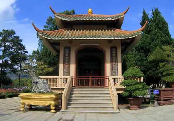 Prächtige Tempelanlagen finden sich vielerorts in Vietnam. (Foto Janusz Klosowski/Pixelio)