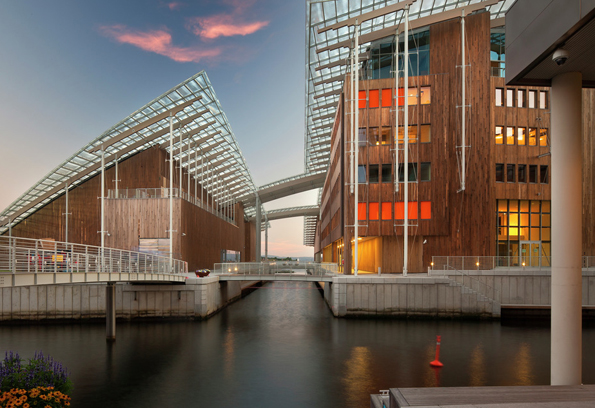 Astrup-Fearnley-museet-i-solnedgang-NicLehoux_VisitOslo