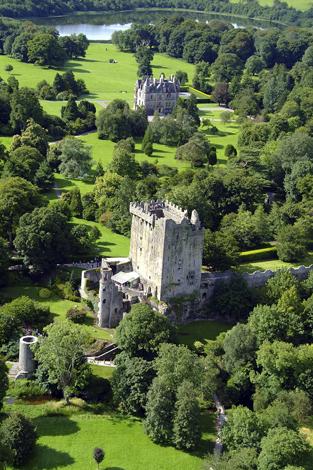 Blarney Castle aus der Vogelperspektive. (Foto Tourism Ireland)