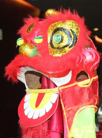 Drachenkostüme sind fester Bestandteil des Chinesischen Neujahrsfestes in Macau. (Foto: Karsten-Thilo Raab)